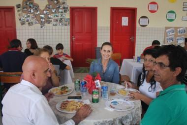 Prefeito Jairo Celoy prestigiou a paella em Festa da Família
