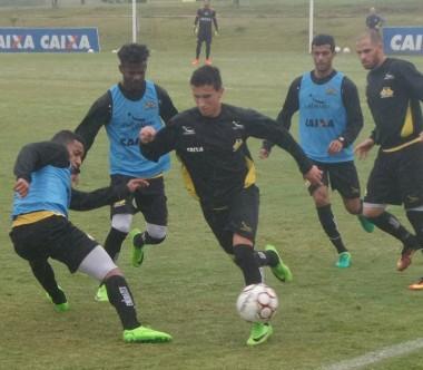 Criciúma realiza treino tático para o jogo contra o Guarani