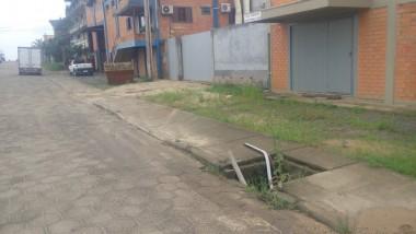 Boca-de-lobo sem tampa preocupa moradores de Içara