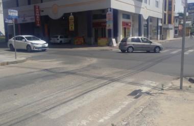Faixas de pedestres no Centro continuam apagadas