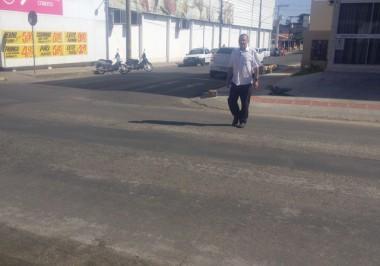 Faixas de pedestres apagadas dificultam a travessia