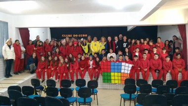 Oficina de cubo mágico prepara alunos