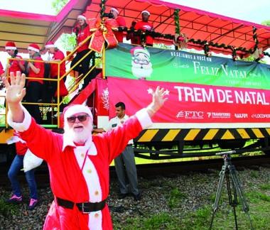 Papai Noel Ferroviário alegra crianças da região Sul de SC