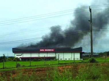 Incêndio atinge empresa química em Içara
