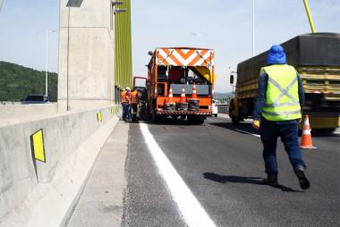 Ponte Anita Garibaldi tem sinalização definitiva após trabalhos de melhorias no pavimento