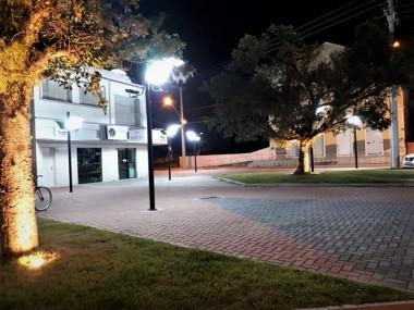 Praça Fernando Zanatta recebe iluminação em Morro da Fumaça