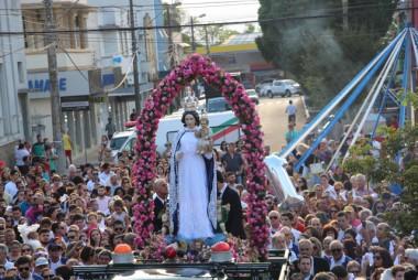 Milhares de devotos acompanham procissão de Nossa Senhora Mãe dos Homens