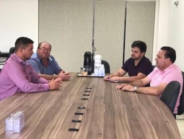Administração negocia instalação de três novas empresas
