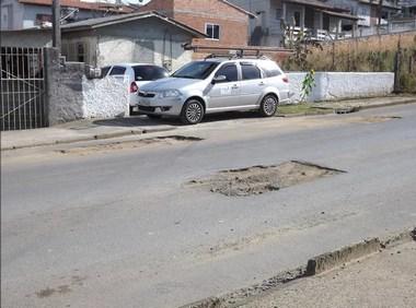 Residente reclama de buracos na Ivo Alexandre