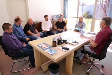 Expansão de empresas e do Distrito Santos Costa é tratada com empreendedores