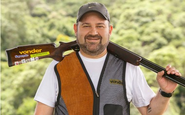 Em abril, Rodrigo Bastos promove oficinas de tiro esportivo