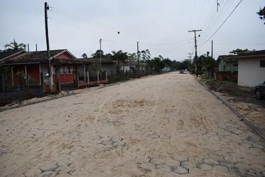 Prefeitura finaliza pavimentação de rua próxima a Apae