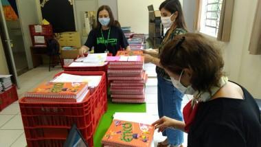Direção da Satc inicia entrega do segundo caderno de material didático para alunos