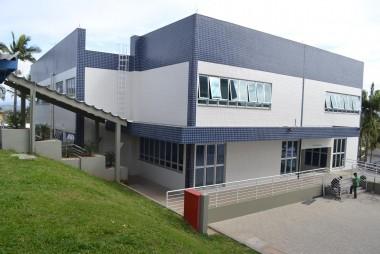 FIESC entrega instituto de cerâmica e ampliação do SENAI