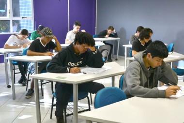 Simulados preparam alunos para o vestibular