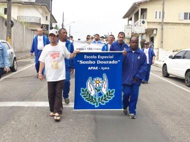 Desfile e palestra abrem atividades por trânsito mais seguro