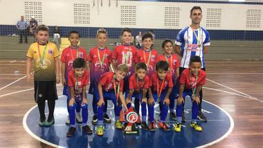 Vitória por goleada dá título da LAC a garotos içarenses