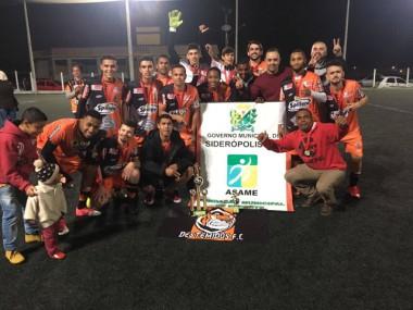 Destemidos levanta a taça de Campeão de Futebol de Siderópolis