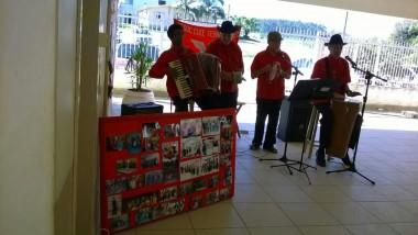 Escolas recebem apresentação do Terno de Reis