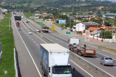 Tráfego local requer cuidado redobrado dos motoristas na BR-101 Sul/SC