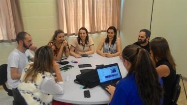 Professores passam por treinamento em sala de Metodologias Ativas