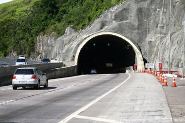 Túnel no Morro do Formigão terá melhorias no pavimento da galeria nesta quarta, 13