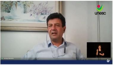 Ex-ministro Mandetta analisa cenário da pandemia em palestra promovida pela Unesc