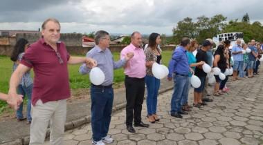 Vereadores participam de Abraço da Paz