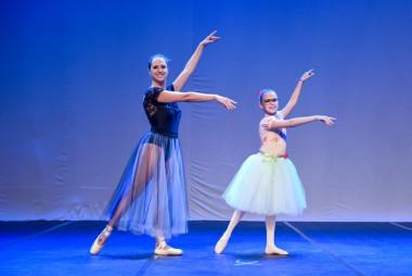 Teatro Elias Angeloni recebe  22º Espetáculo de Dança Viviane Candiotto