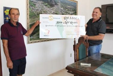 Sorteado do Programa Valoriza Maracajá recebe prêmio