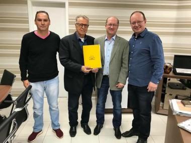 Presidente do Criciúma visita sócio Zefiro Giassi
