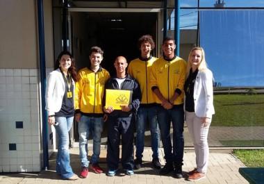 Jogadores do Criciúma visitam a Centro Educacional Marista