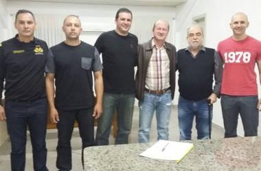 Jaguaruna assina convênios no projeto Tigrinhos