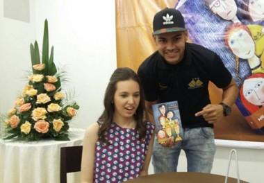"""Livro """"O diário de uma torcedora"""" é lançado em Criciúma"""