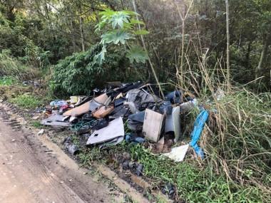 Investigado despejo de lixo às margens da Rodovia Jacob Westrup