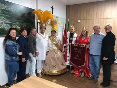Corte do Carnaval de Inverno da Terceira Idade de Siderópolis visita Paço