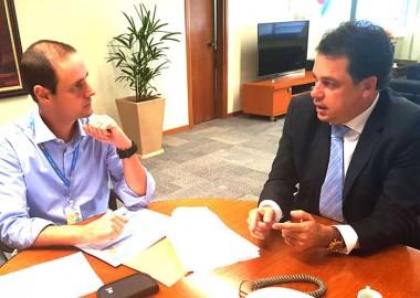 Deputado Minotto conhece detalhes da nova sede da Celesc de Criciúma