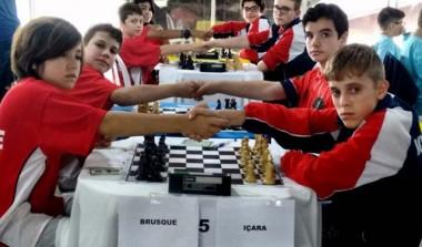 Içara abre disputa no xadrez pensado com três vitórias