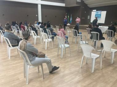 Governo de Içara entrega 50 autorizações para endoscopias no Programa Zera Fila