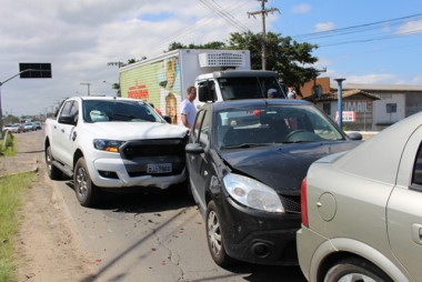 Colisão provoca engavetamento na Rodovia SC-
