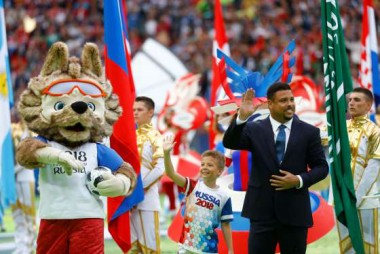 Abertura da Copa tem Ronaldo e dueto de Robbie Williams e soprano russa