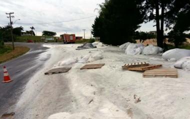 Acidente provoca bloqueio na Rodovia Otávio Dassoler