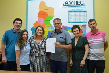 Núcleo de Gestão de Convênios da Amrec celebra contratos com três municípios