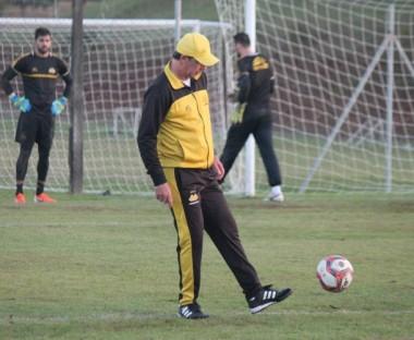 Baier comanda treino técnico tático visando jogo com o Ypiranga-RS
