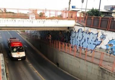 Adolescente de 17 anos pula no túnel da Rodovia SC 445