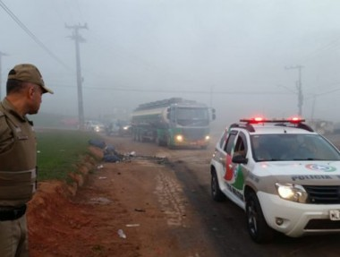 PM desbloqueia via para garantir saída de caminhões com combustível