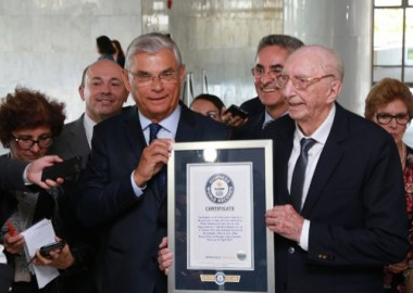 Governador e Temer entregam certificado do Guinness World Records