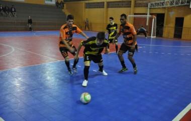 Farben e Budny empatam na abertura do Futsal Interfirmas