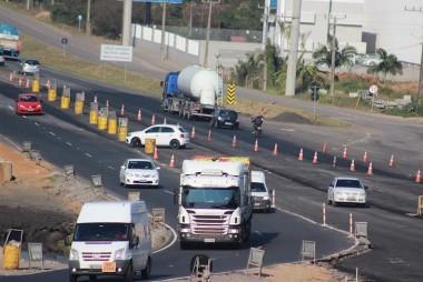 Retornos em locais proibidos expõe motoristas e trabalhadores