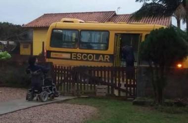 Após reportagem, ônibus volta a transportar aluna cadeirante na Vila Nova